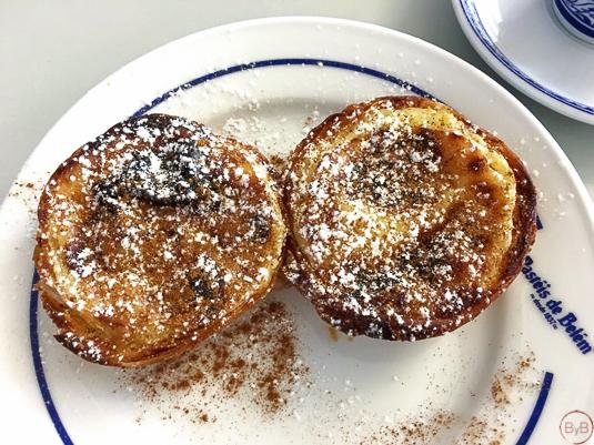 Pastéis de Bélem con canela y azúcar glas