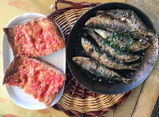 tragamar-sardinas-y-pa-de-coca