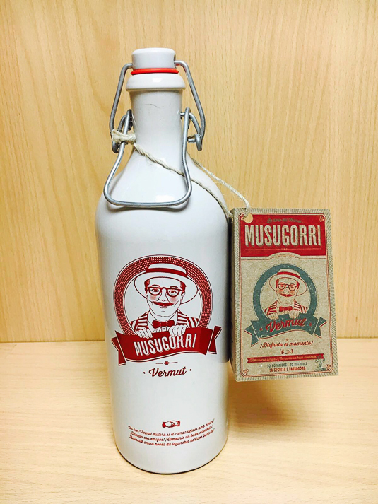 musugorri-vermut-botella