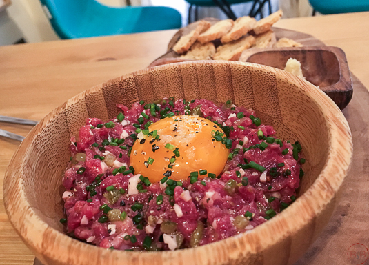 moix-gastro-wine-steak-tartar