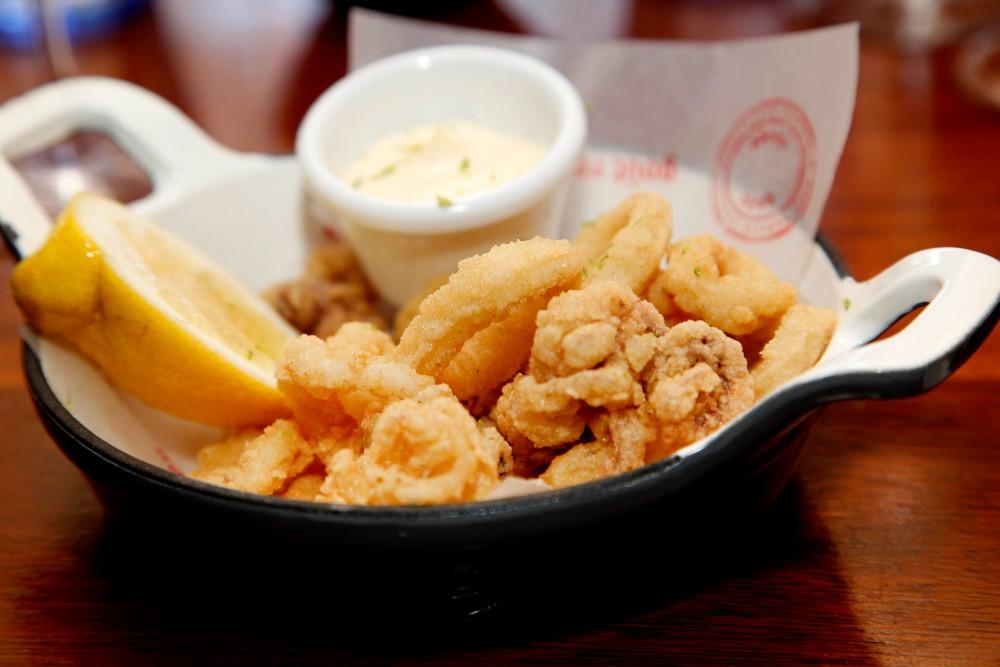 Calamar a la andaluza con mayonesa de limón del restaurante Tejada Mar.